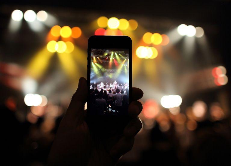 mobile-video-concert-56b3509b5f9b58def9c97e18